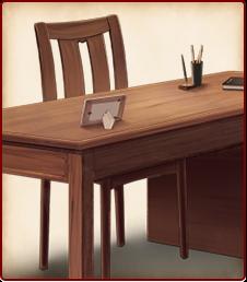 備え付けの机